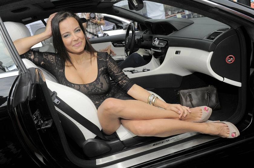 Anna Mucha w samochodzie pokazała nogi