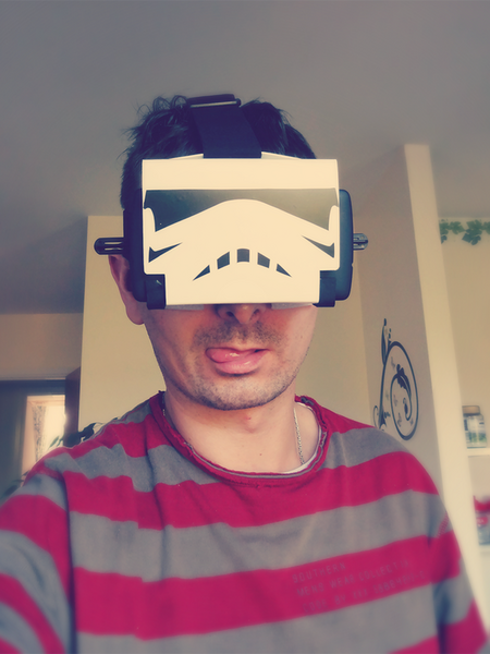 Marcin Grygiel w swoich goglach VR