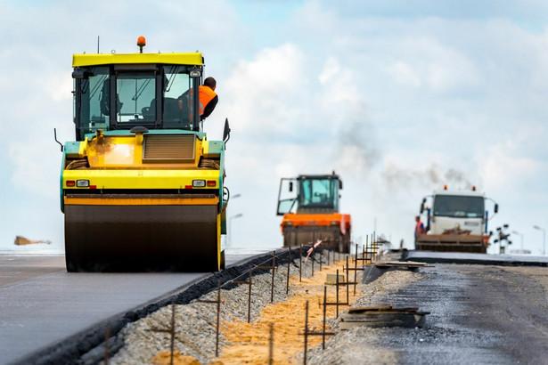 W przypadku kontraktów drogowych co do zasady nie można wyraźnie wydzielić jednej usługi głównej i pozostałych usług pomocniczych.