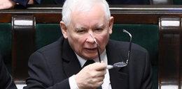 """Polacy miażdżą Kaczyńskiego. Chodzi o """"taśmy"""""""