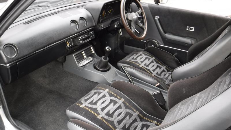W świetnym stanie zachowała się fabryczna tapicerka Opel Blitz. Opel Manta 400
