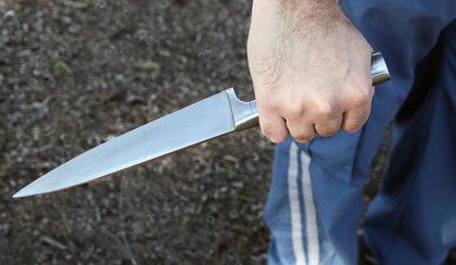 Policja szuka nożownika. Zaatakował 23-latka