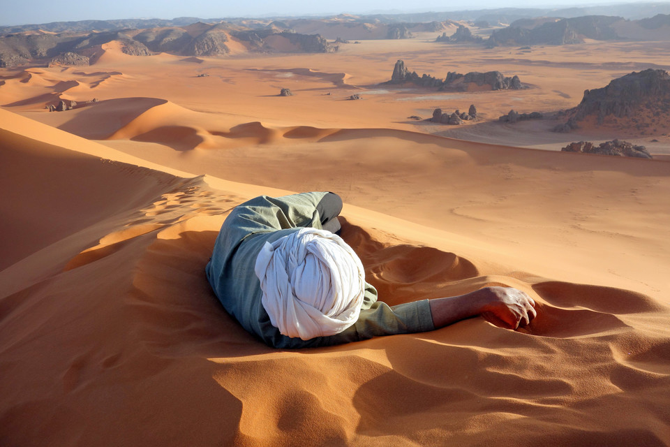 Wyróżnienie - A well earned rest in the Sahara (pol. Zasłużony odpoczynek), Evan Cole / National Geographic Traveler Photo Contest 2014