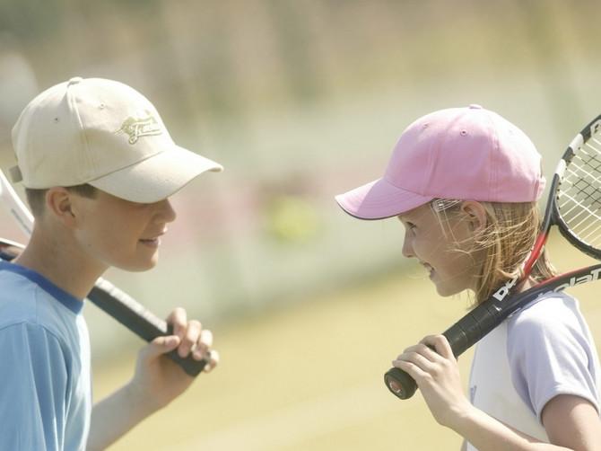 Lepi dani i sport: Kada je idealno vreme da dete počne da trenira tenis?
