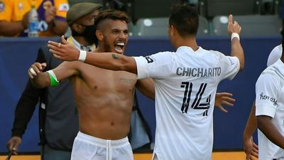 Chicharito goal lifts Galaxy over LAFC in 'El Trafico' derby