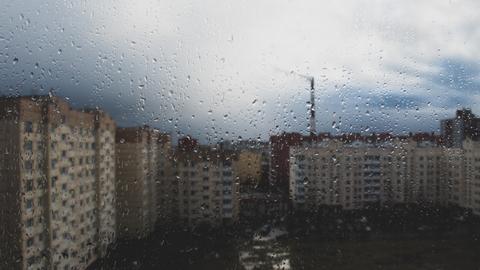"""Mieszkańcy zwłaszcza nowszych bloków muszą szykować się na wzrost opłat za mieszkanie. """"Podatek od deszczówki"""" uderzy przede wszystkim w osiedla, na których deweloper postanowił wcisnąć tyle budynków, ile tylko się da"""