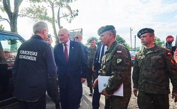 Jak dodał, decyzja czeka już na podpis ministra obrony Antoniego Macierewicza.