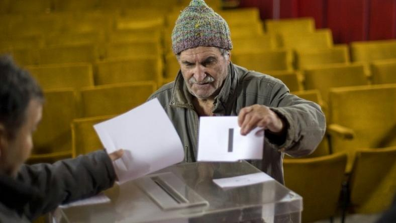 A Bulgarian man casts his ballot in the presidential elections on November 13, 2016