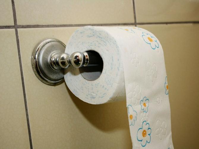 Kupatilo će vam ZA MINUT postati sveže i mirišljavo: Sve što vam treba je toalet papir i OVA SITNICA