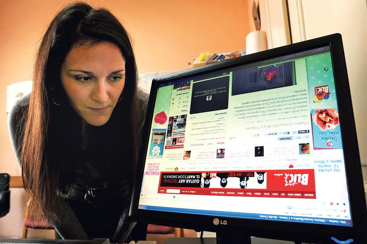 Bojana ILić užice čita i piše naopako