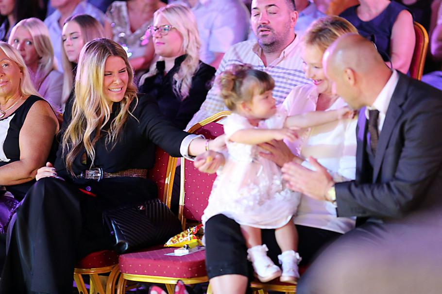 Ildin suprug Bojan Vučković sa njihovom ćerkicom Emom