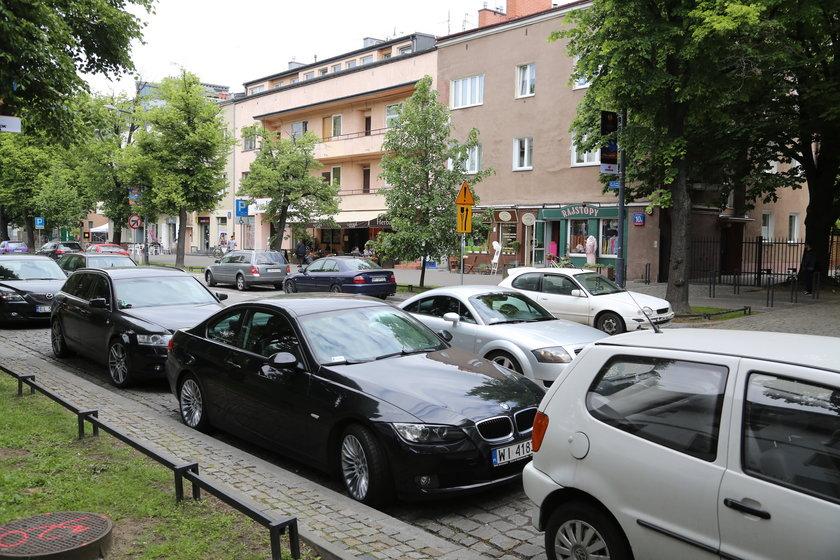 Urzędnicy zlecili wykonanie analizy dotyczącej utworzenia Strefy Płatnego Parkowania Niestrzeżonego na Saskiej Kępie