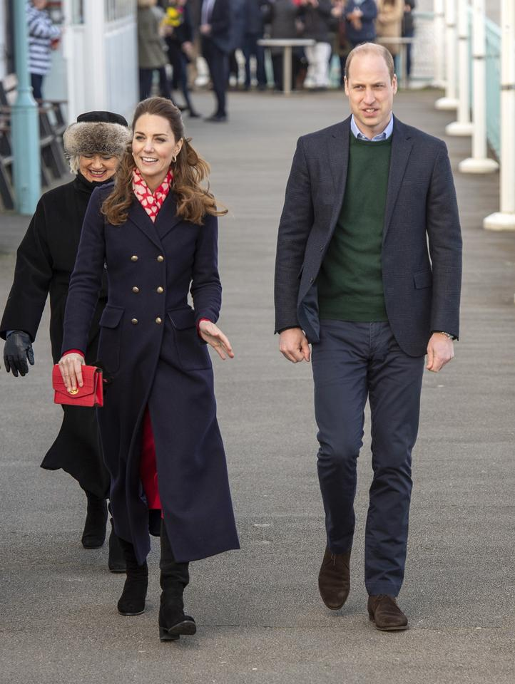 epa08192046 - BRITAIN ROYALTY (Duke and Duchess of Cambridge visit South Wales)