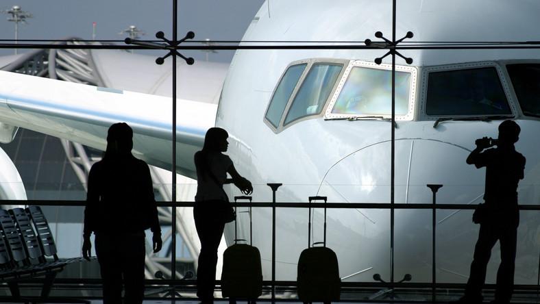 Tani bilet na samolot najlepiej kupować tuż przed wyjazdem albo z wyprzedzeniem