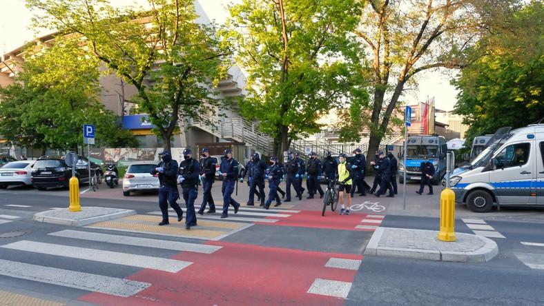 Policja pod siedzibą Trójki