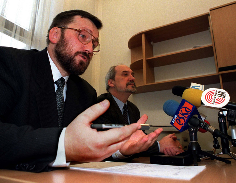 Rok 2001. Robert Luśnia i Antoni Macierewicz, wtedy posłowie LPR