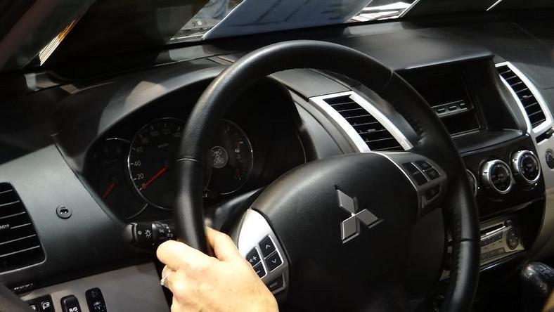 Podczas wystawy 4x4 Offroad Show Poland, polski oddział Mitsubishi Motors zaprezentował nową generację modelu mitsubishi pajero sport. To jedyny egzemplarz tego modelu w Polsce - właśnie tym autem japoński koncern chciał zbadać zainteresowanie polskich kierowców. Czym zamierza kusić fanów napędu 4x4?