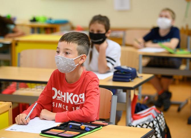 Deca sa maskama u školi od 1. septembra