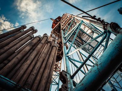 Wzrasta wydobycie ropy naftowej, co oznacza konieczność jej przerobu w rafineriach