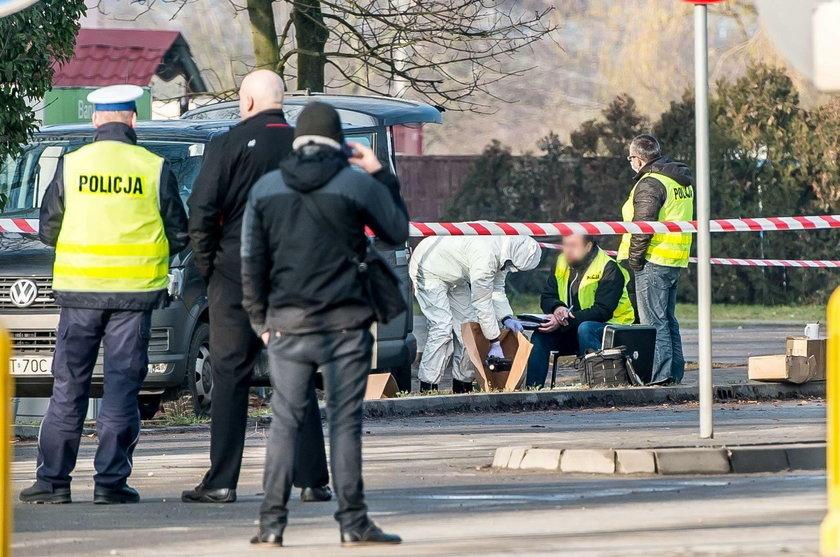 Policjanci kroczyli ścieżką śmierci, ale to bandyta mógł zginąć pierwszy!