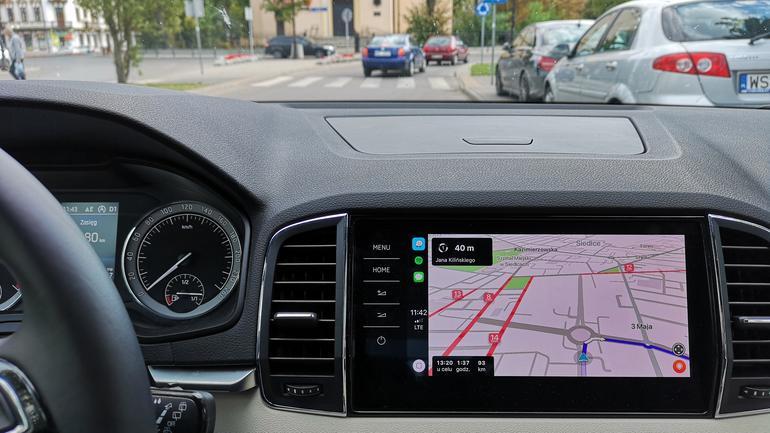 Nawigacja i ostrzegacz Waze w Apple CarPlay