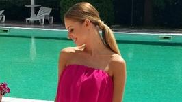Izabela Janachowska w letniej sukience. Tancerka kusi zgrabną nogą