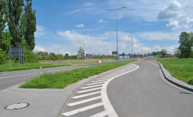 Opcję przekazania jezdni wprowadziła nowelizacja z 13 września 2013 r. o drogach publicznych (Dz.U. z 2015 r. poz. 870). Gminy mogły z niej skorzystać jedynie przez 90 dni od jej wejścia w życie noweli, czyli do 8 października 2014 r.