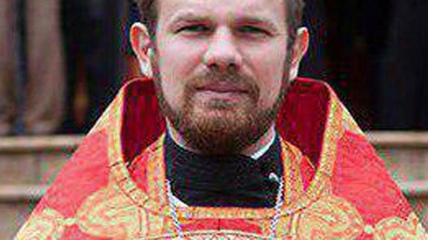 Russland.  Presten Deonisij stakk kona sin.  Hun ønsket en skilsmisse