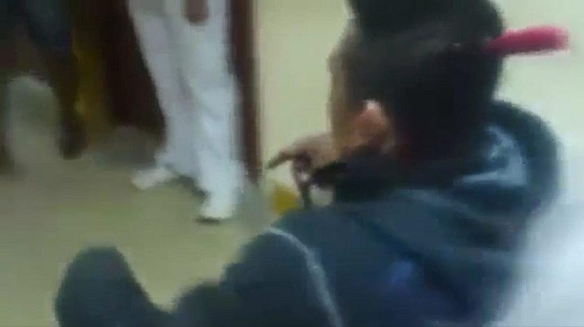 Mężczyzna przyjechał do szpitala z nożem w głowie