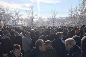 ZBOGOM, ANĐELI Bihać zavijen u crno, hiljade na sahrani troje dece koje je zaklao otac, JECAJI MAJKE PARALI NEBO