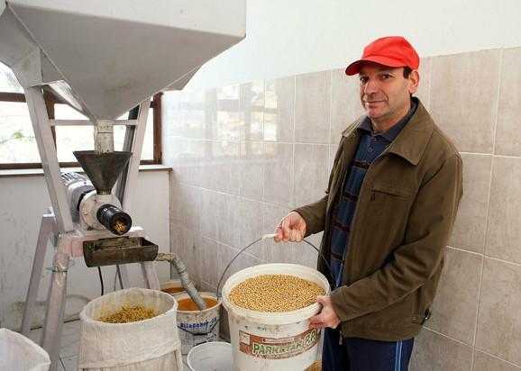Oprema koju koristi idealna je za farmu stoke ili živine