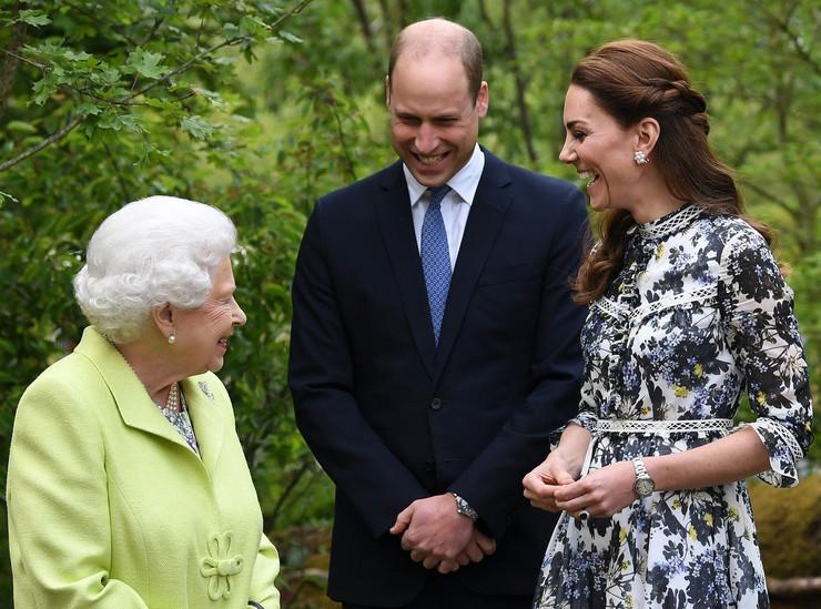 kraljica elizabeta II princ vilijam kejt midlton