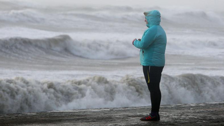 Sztormowa pogoda daje się we znaki na zachodnim wybrzeżu Irlandii