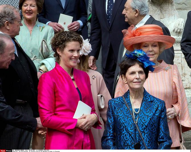 Princeza Marija Tereza (u plavom kompletu)
