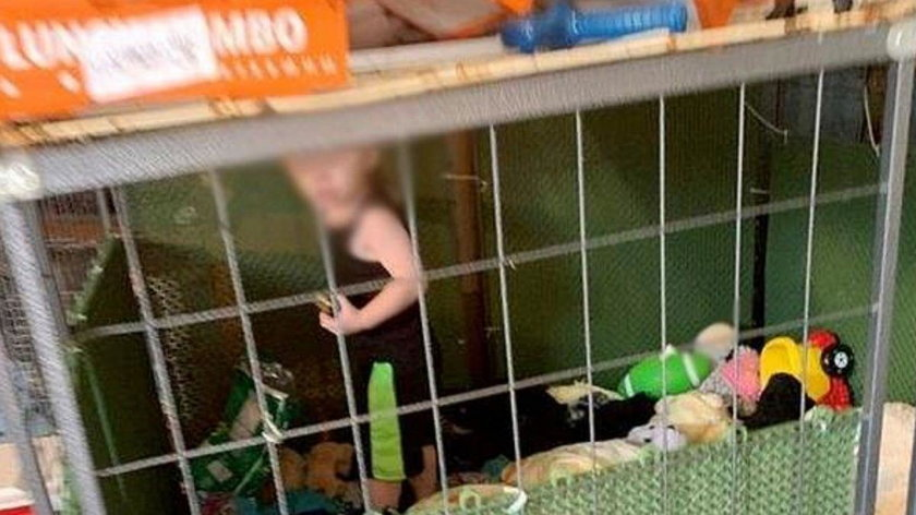 Mieli ratować zwierzęta, a znaleźli dziecko więzione w klatce