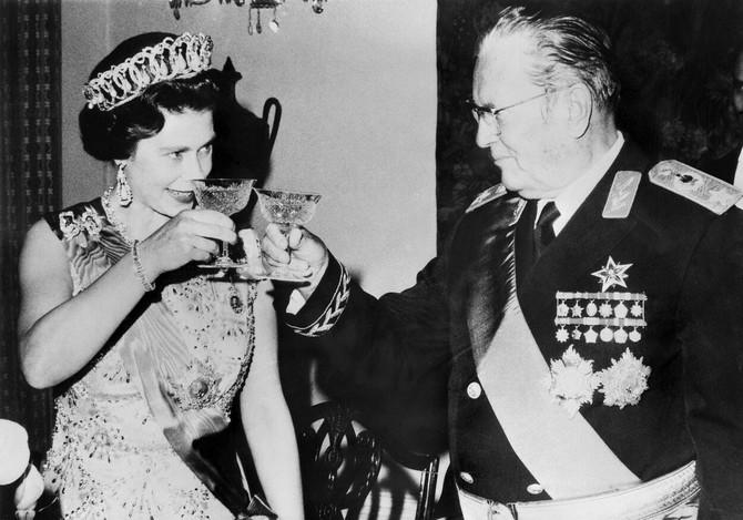Kraljica Elizabeta sa Josipom Brozom Titom