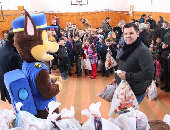 Predsednik Bokserskog saveza Srbije se družio sa mališanima na Kosovu i Metohiji