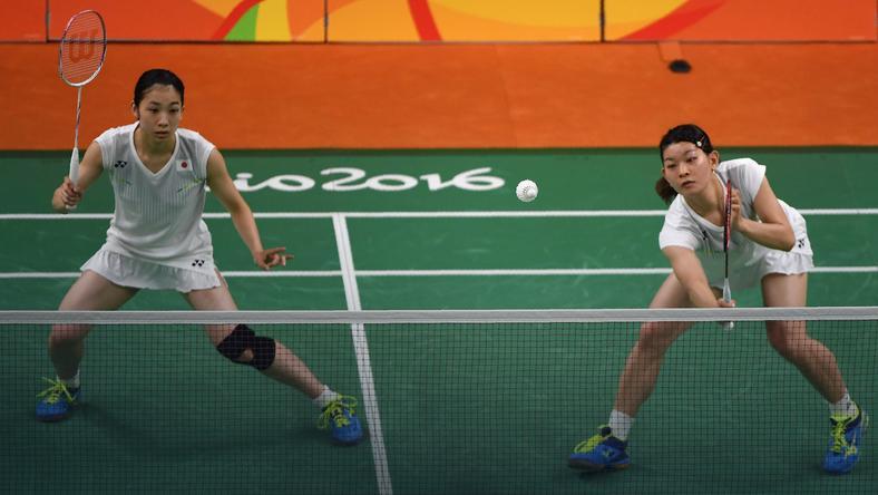 Misaki Matsutomo (L) i Ayaka Takahashi