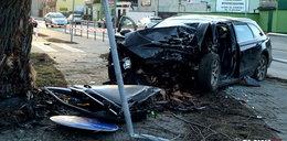 16-latek w audi wbił się w drzewo. W ciężkim stanie trafił do szpitala