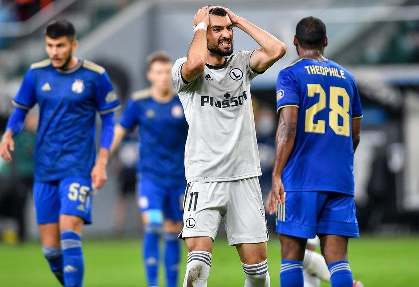 Udało nam się potwierdzić w azerskich źródłach, że faktycznie piłkarz czuje się bardzo dobrze i nie wykazuje objawów choroby.