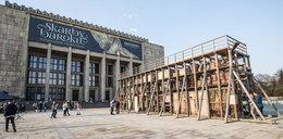 Pod Muzeum Narodowym w Krakowie stanęła tężnia sztuki