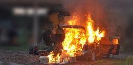 Przemytnicy byli zdesperowani. Spalili auto pełne kontrabandy