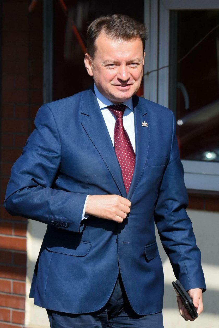 Minister Błaszczak funduje luksusy dla swojego dworu