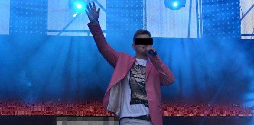 Gwiazdor disco polo wysyłał sprośne zdjęcia 14-latce. Sąd puścił go wolno!