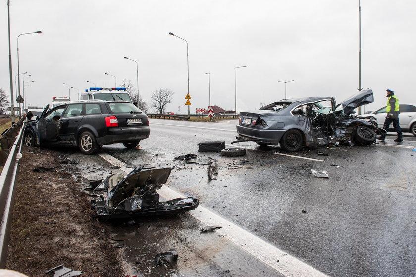 Tragiczny wypadek na węźle bielańskim, tuż przy zjeździe z autostrady