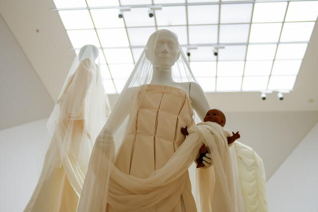 Izložba venčanica u MSUB