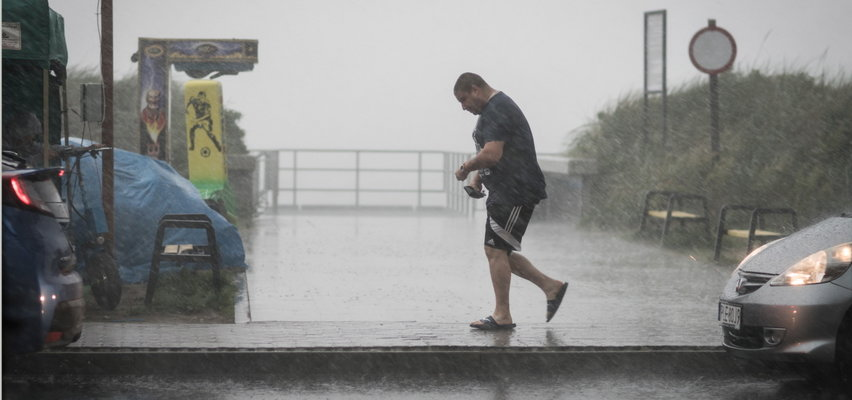 Cała Polska spłynie deszczem. Są ostrzeżenia najwyższego stopnia!