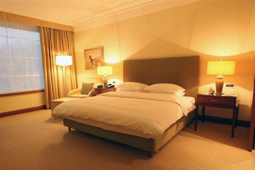 Z kim Smuda będzie spał w hotelu Hayat?