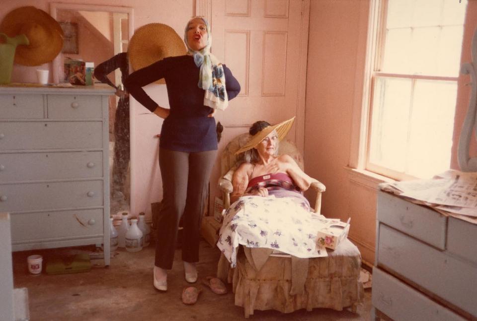 "Mała Edie i duża Edie, ""Szare ogrody"", reż. Ellen Hovde, Albert Maysles, David Maysles, Muffie Meyer, 1975 r."