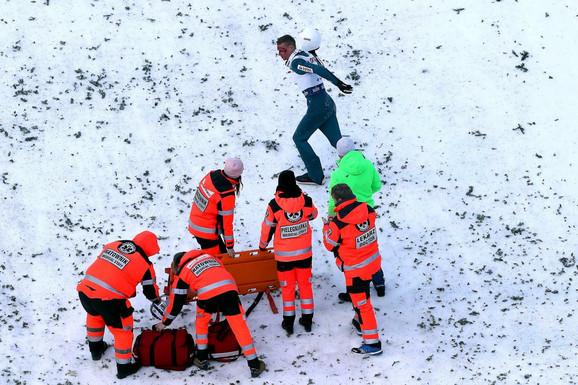 Pjotr Zila napušta ekipu hitne pomoći i odlazi do svlačionice